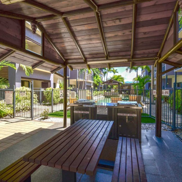 Cairns City Centre Accommodation BBQ Area