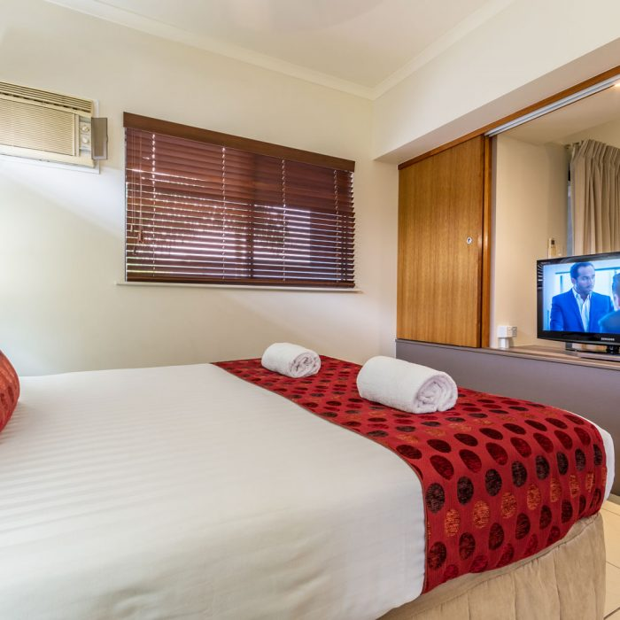 Cairns City Centre Accommodation Bed Deluxe Room